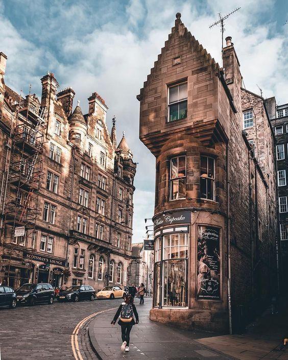 popular cities in UK Edinburgh
